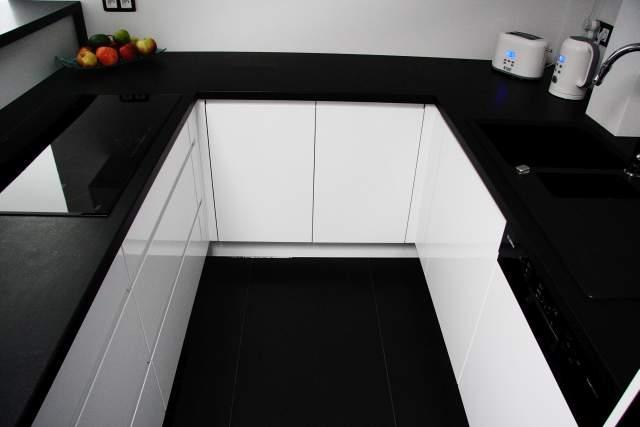 Kuchnia-firmy-studiomebli.com-najlepszym-projektem-marca-3.jpg