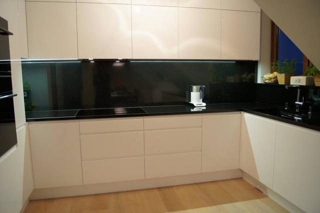Modne i funkcjonalne materiały mebli kuchennych  kuchnieportal pl -> Kuchnia Biala Na Wysoki Polysk Opinie