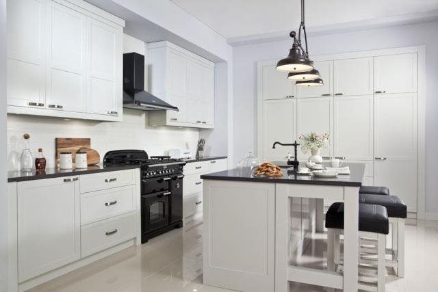 Stylowe aranżacje biała kuchnia z drewna  kuchnieportal pl