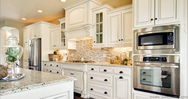 Meble kuchenne, podłogi i inne elementy wyposażenia kuchni wykonane z drewna