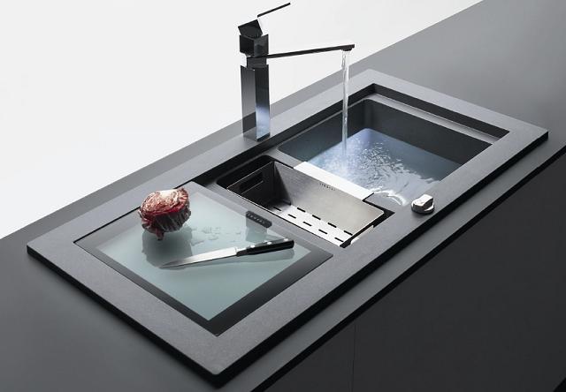 Jaką armaturę wybrać do kuchni? Funkcjonalne zlewozmywaki i baterie kuchenne