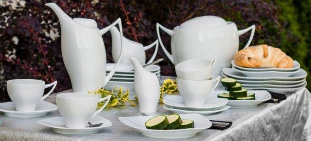Felieton: Porcelaną stół stoi!