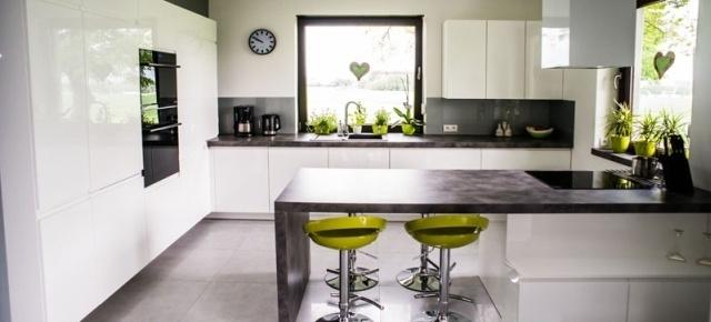 Białe meble kuchenne – różnorodność, która zaskakuje!