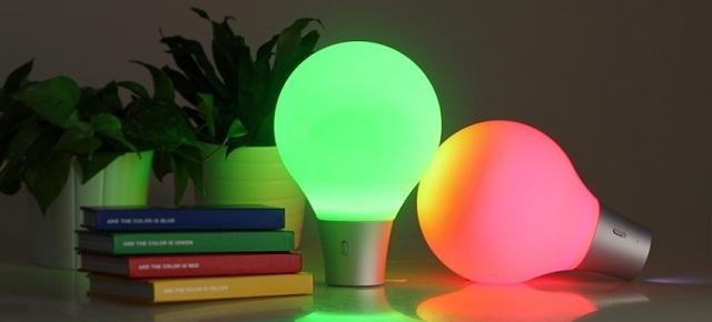 Lampa, która przyjmuje kolor podłoża