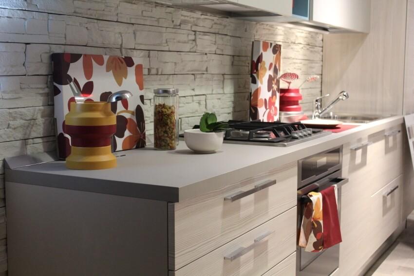 Jak zaaranżować małą kuchnię? 3 sprawdzone pomysły, dzięki którym optycznie powiększysz wnętrze