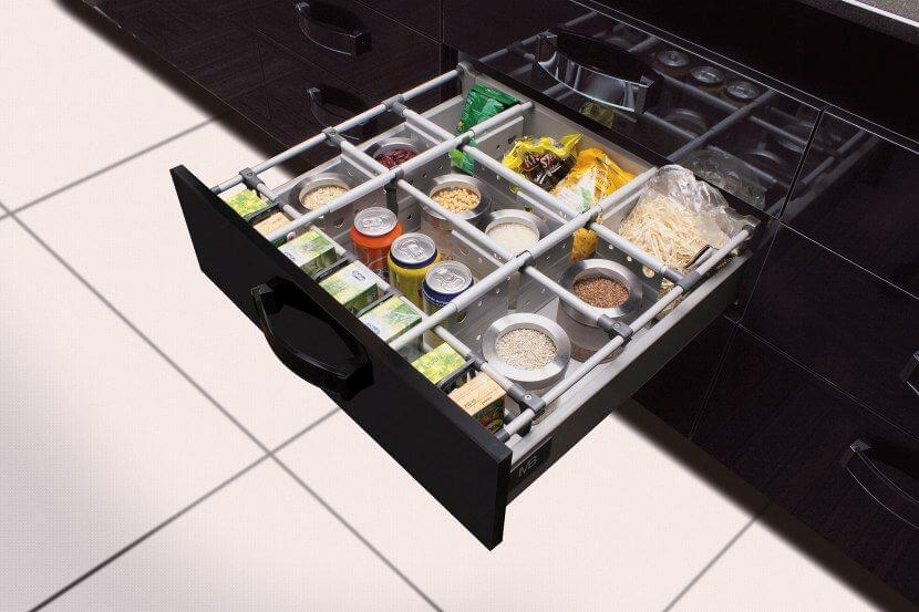 Wyposażenie mebli kuchennych - listwy i relingi do szuflad