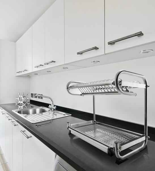 Funkcjonalne przechowywanie w kuchni - suszarka do naczyń