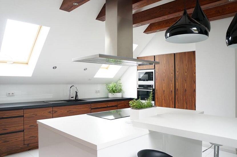 Subtelny minimalizm w aranżacji kuchni. Pomysł na wnętrza z klasą
