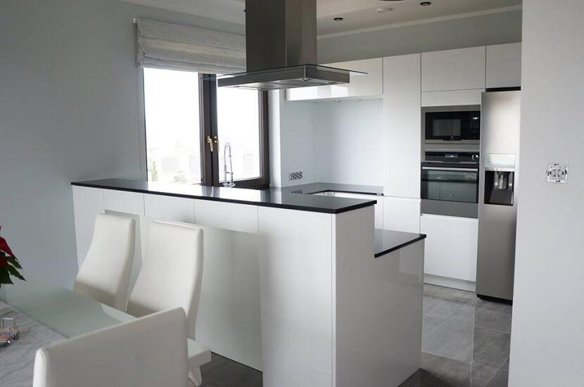 czarno biała minimalistyczna kuchnia
