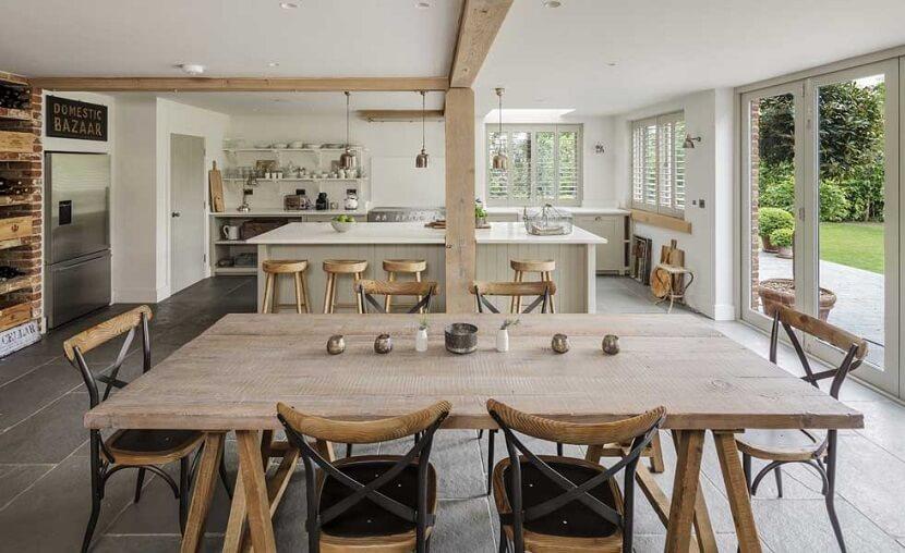 Kuchnia połączona z jadalnią. Jak ją zaprojektować, by była funkcjonalna i estetyczna?