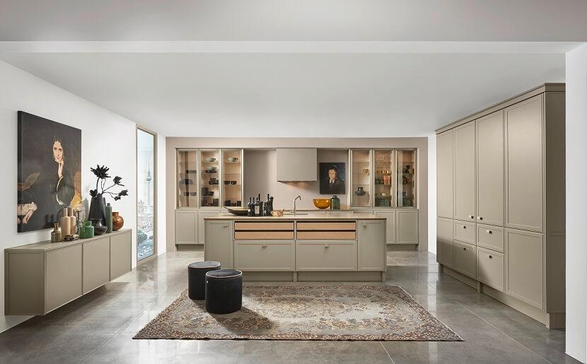 Klasyczna kuchnia w wersji modern, czyli jak połączyć dwa style w jednej kuchni