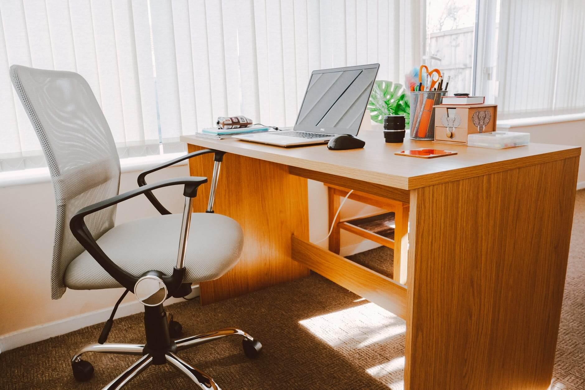 Jak wybrać krzesło do biurka?