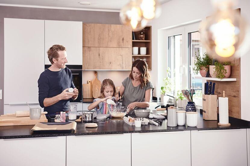 Kuchnie wykonane z akrylu i szkla polimerowego. Co warto wiedzieć?